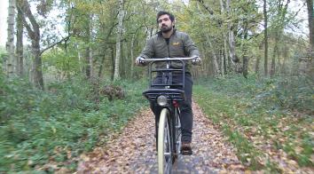 Rajai op de fiets